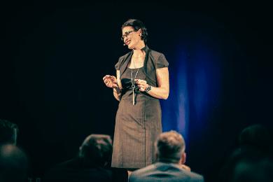 Im Rampenlicht und dennoch nahbar - Sabrina von Nessen im Kontakt mit dem Publikum