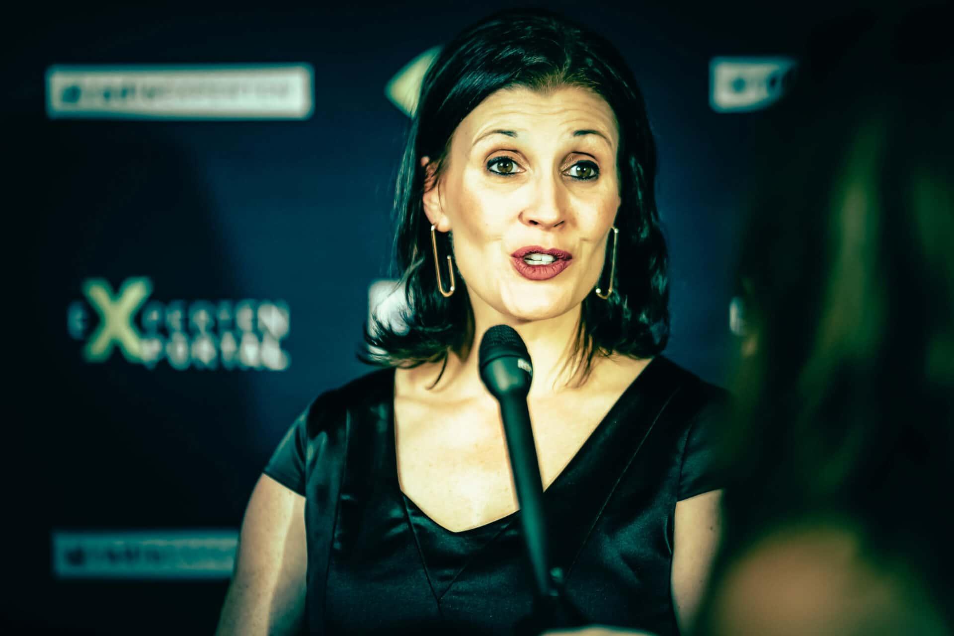 Gala Interview auf dem roten Teppich - Sabrina von Nessen im Gespräch mit der Presse
